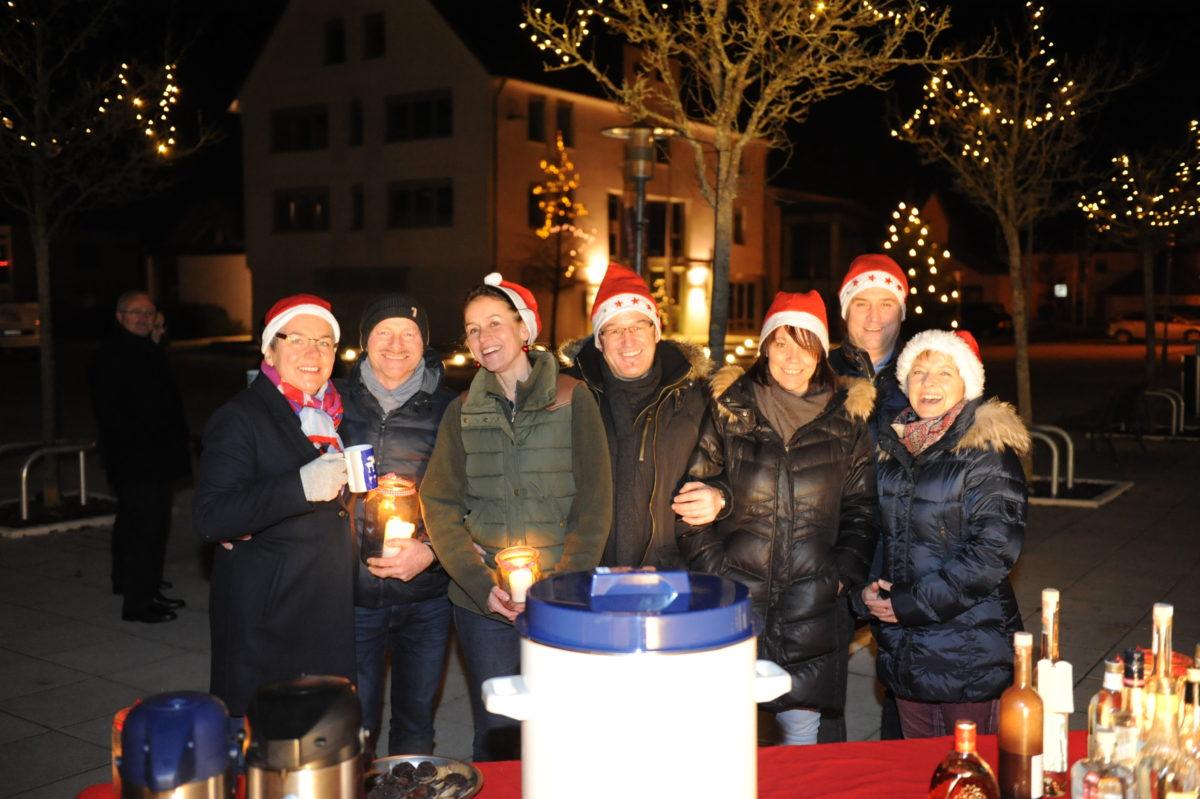 Adventsfensteraktion auf dem Dorfplatz in Burgrieden 2016
