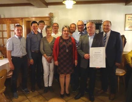 Der neue und der alte Vorstand mit dem Ehrenvorsitzenden Bruno Hettich